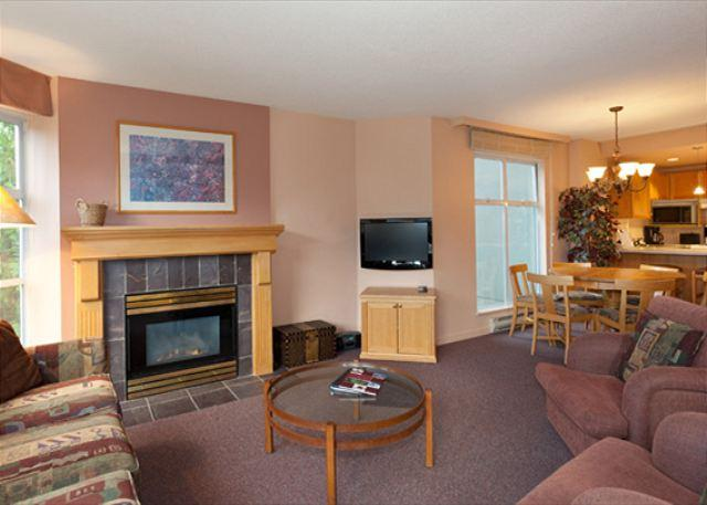 Open Concept Main Living Area - Woodrun Lodge 317 |  2 Bedroom Ski-in/Ski-Out Unit, Fireplace, Shared Hot Tub - Whistler - rentals