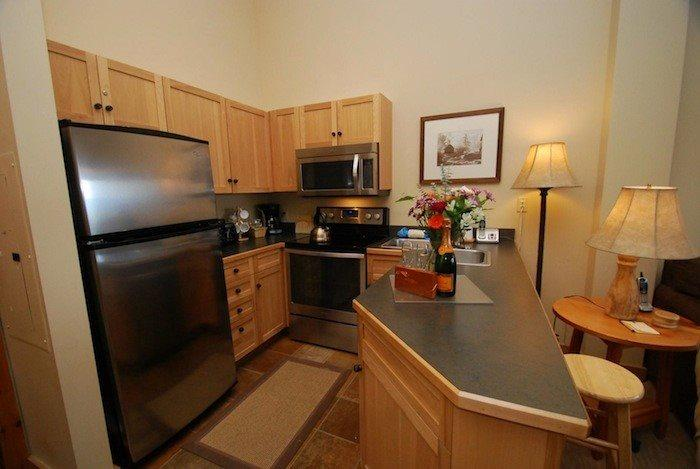 Fully equipped kitchen with stainless steel appliances  - Buffalo Lodge 8418 - New appliances, new carpet, courtyard and ski area views! - Keystone - rentals