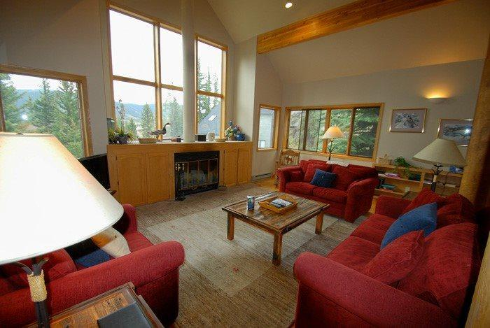 Cozy living room with magnificent mountain views  - Enders Summerwood Home - Private hot tub with amazing mountain views! - Keystone - rentals