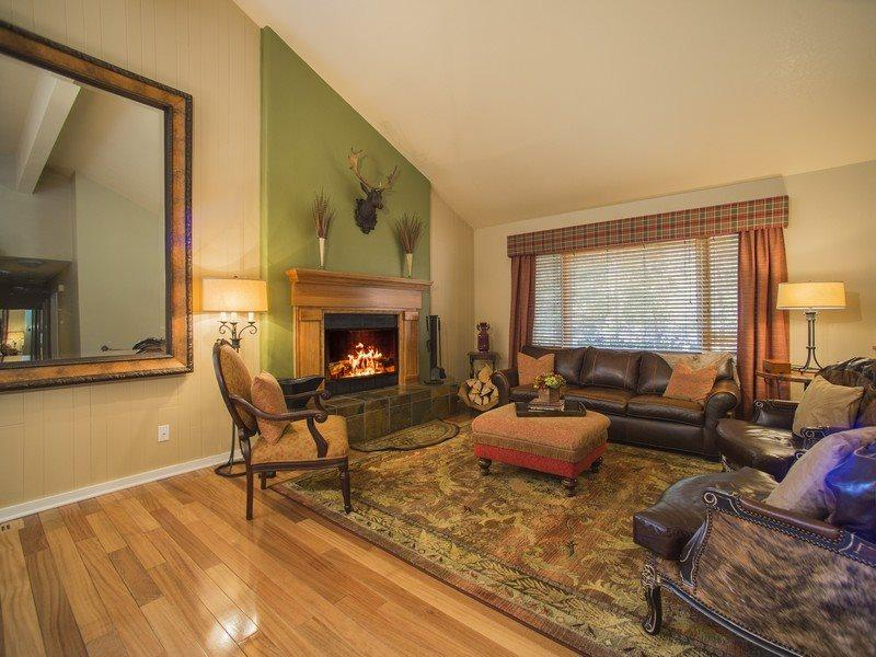 Lazy K Mountain Home - Immaculately decorated, private hot tub, close to free shuttle! - Image 1 - Keystone - rentals
