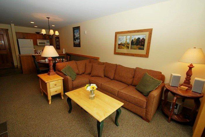 Cozy L shaped, queen sleeper sofa - Red Hawk Lodge 2286 - Rare one bedroom, two bath, sleeps 6, amazing views, walk to slopes! - Keystone - rentals