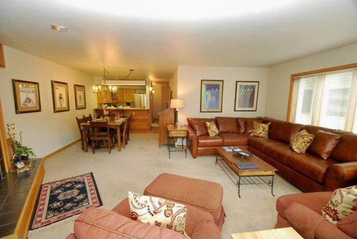 Comfortable living room with a large L shaped couch - Ski Run Condominiums 401 - New furniture, walk to slopes, ski area views, pool - Keystone - rentals