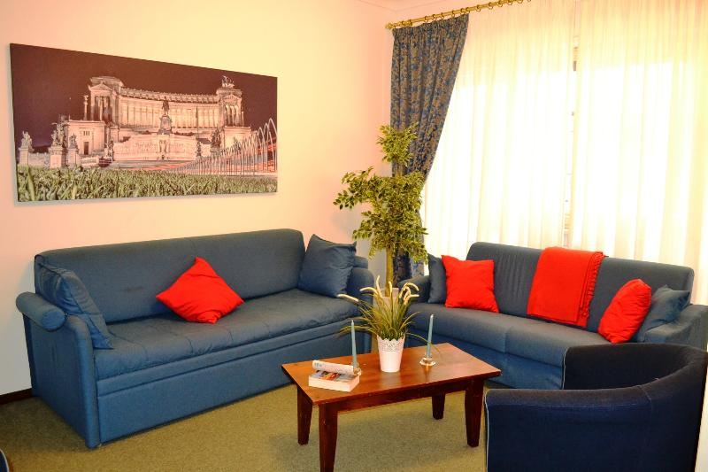 LIVING ROOM with SKY SAT TV - 8 DECEMB. AVAILABLE - BIG APART, A/C, WIFI, SAT TV - Rome - rentals