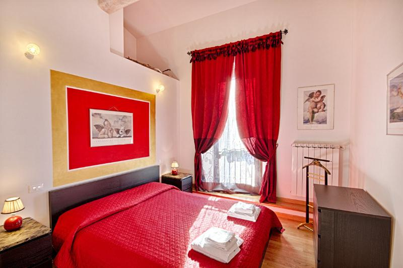 1 Bedroom Florence Apartment on the 1st Floor - Image 1 - Florence - rentals