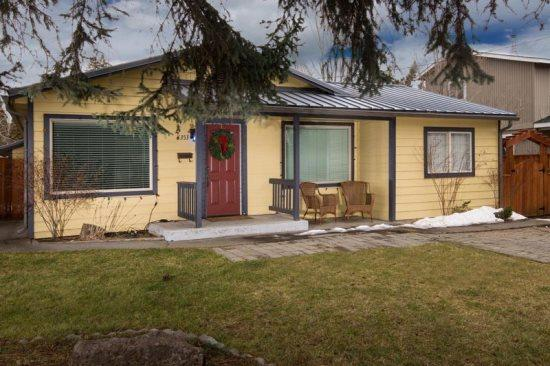 Welcome to 1353 Columbia - Walk to Downtown! Comfortable Home in a Great Location, Pet Friendly, 3 BR, 2 BA - Bend - rentals