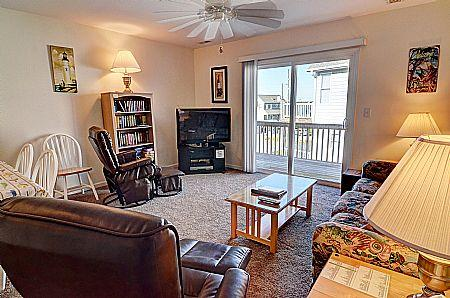 Living Room - Turtle Cove 218 - Painters Joy - Water View, Community Pool, Beach Access, Near Ocean - Surf City - rentals