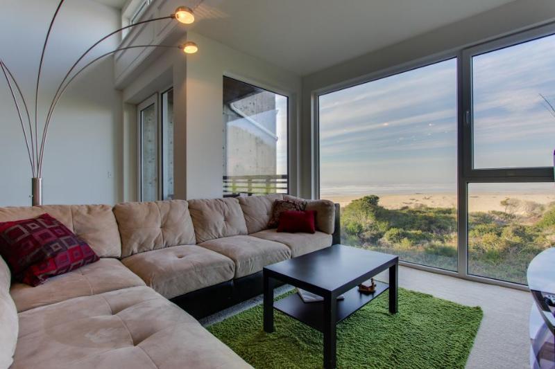 Upscale, dog-friendly beach apartment - close to beach! - Image 1 - Rockaway Beach - rentals