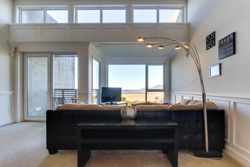 Elegant beach condo with extraordinary ocean views! - Image 1 - Rockaway Beach - rentals