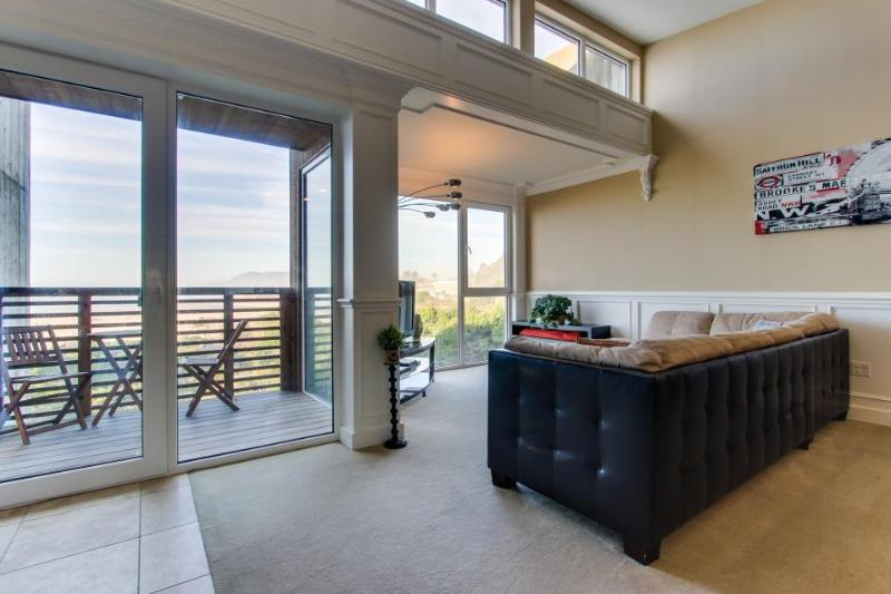 Seaside, pet-friendly home with Pacific views! - Image 1 - Rockaway Beach - rentals