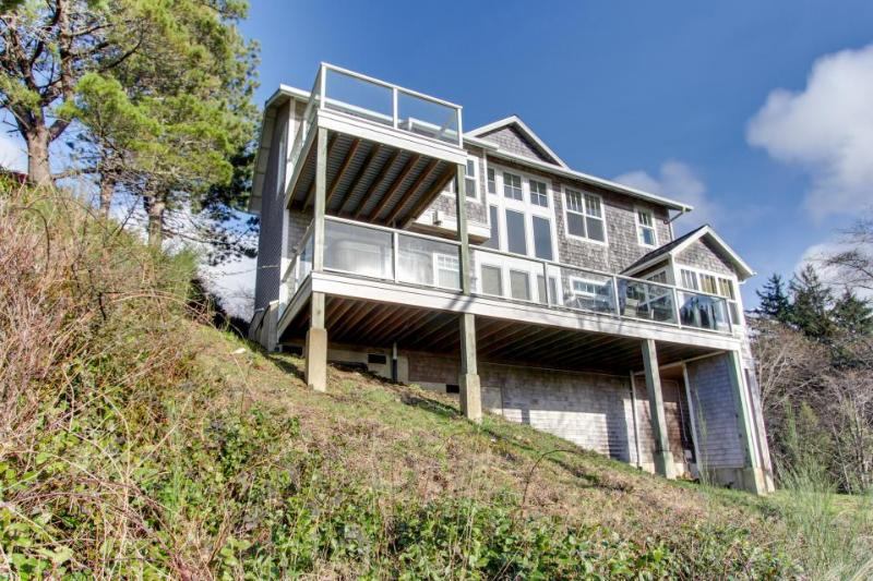Gorgeous dog-friendly home with ocean views, beach access & private hot tub - Image 1 - Oceanside - rentals