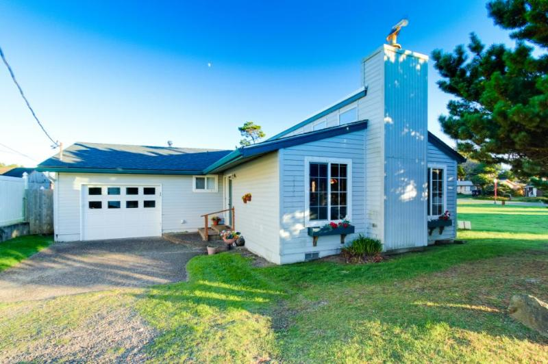SunFlower House - Image 1 - Lincoln City - rentals