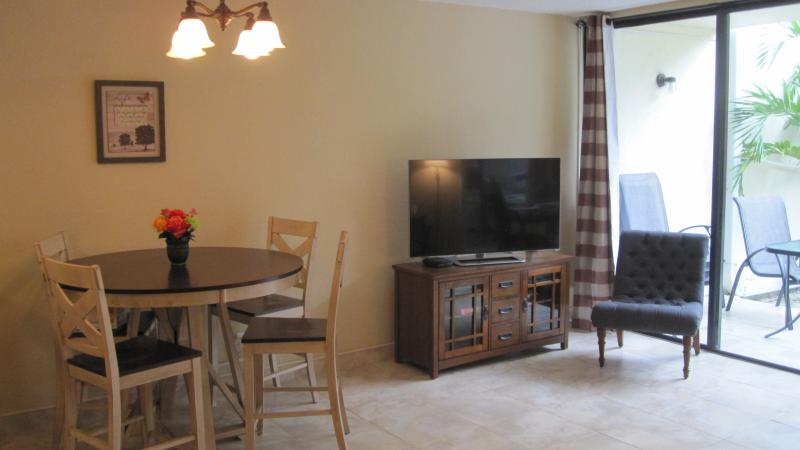 Our living space includes ample seating and dining space. - SPECIAL FALL RATES! HOTEL QUALITY & CONVENIENCE OF HOME – NEWLY RENOVATED 2BR CONDO ON CORAL BEACH! - Freeport - rentals