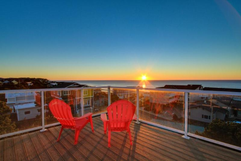 This home features an amazing 360 degree view deck plus private hot tub - Image 1 - Lincoln City - rentals