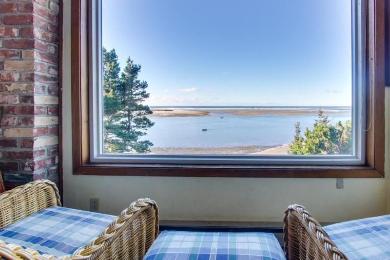 Oceanfront, dog-friendly home with amazing bay views awaits - Image 1 - Netarts - rentals