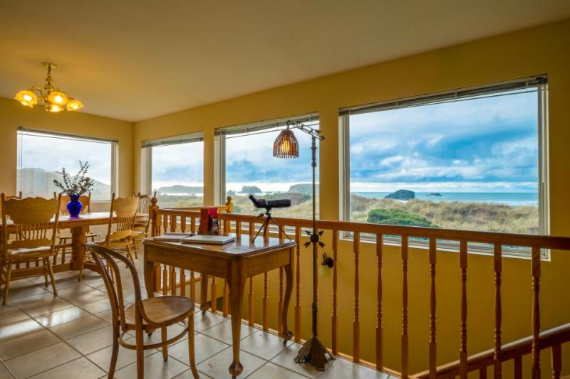 Oceanfront, dog-friendly home w/ spectacular views! Only a block from the beach! - Image 1 - Bandon - rentals