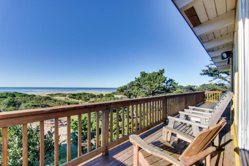 Oceanfront, dog-friendly rental w/ shared hot tub & sea views - Image 1 - Rockaway Beach - rentals