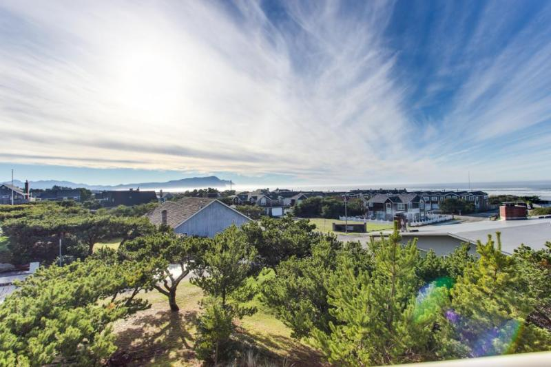 Ocean view condo with hot tub, pool, & golf access! - Image 1 - Gearhart - rentals