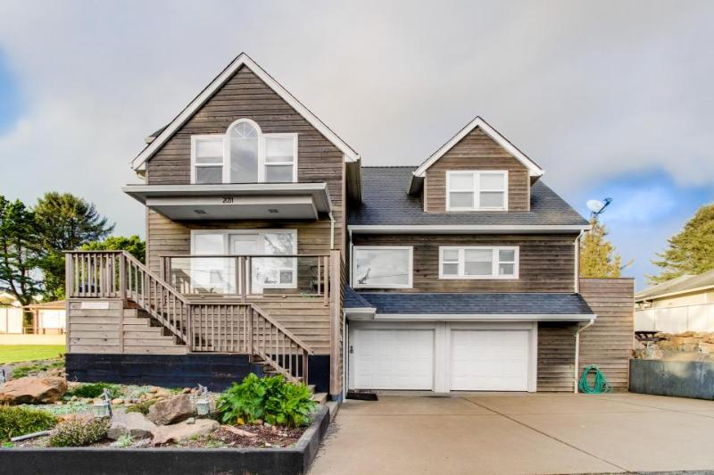 Enormous ocean view home with a firepit & deck, just a short walk to the beach! - Image 1 - Lincoln City - rentals