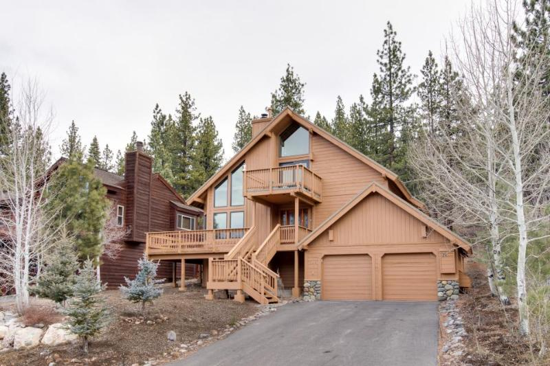 Dog-friendly condo w/ shared hot tub, pool, resort amenities, nearby beach - Image 1 - Truckee - rentals