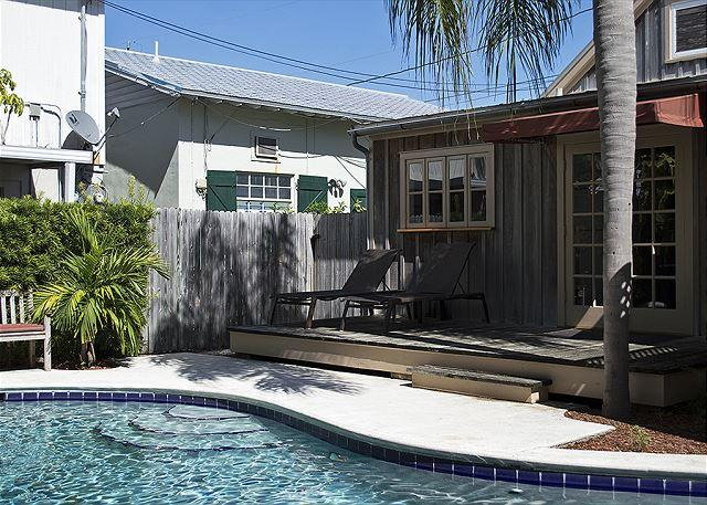 Pete's East Cottage: Cypress east cottage steps from Duval - Image 1 - Key West - rentals