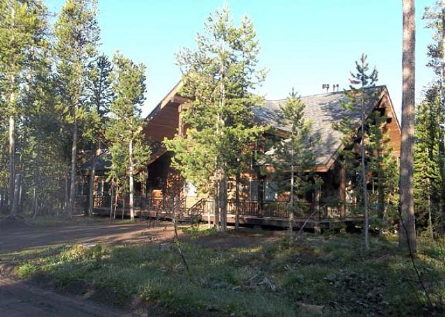 Buffalo River Escape - Jakes Place is close to the ATV/snowmobile trails with hot tub on back deck. - Island Park - rentals