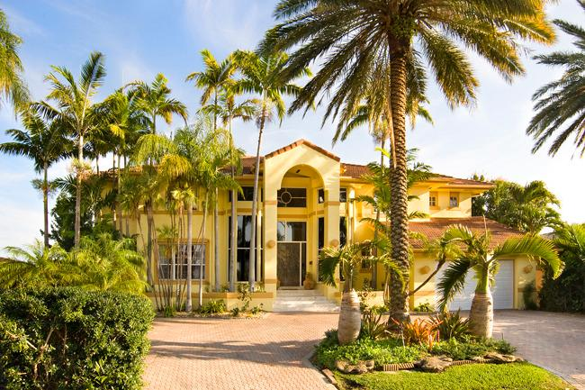 2 Story Luxury Waterfront Mansion min to South Bch - Image 1 - North Miami - rentals