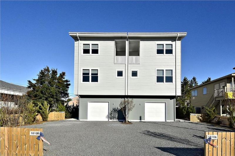 Large 4 bedroom townhouse with roof deck - Image 1 - Bethany Beach - rentals