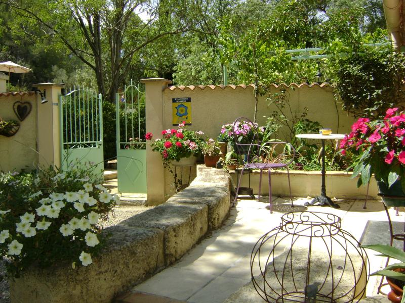 A warm welcome awaits.... - Domaine a l'Aise, Bed&Breakfast, Nr Pezenas - Saint-Pargoire - rentals