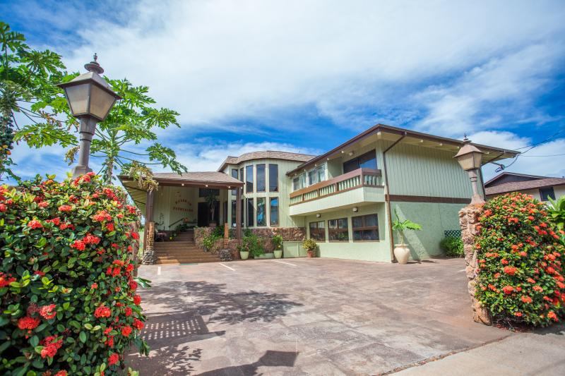 Serene and Spacious Island Retreat - Image 1 - Lahaina - rentals