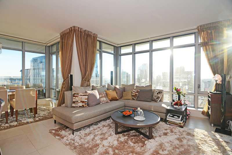 Living Room - Luxurious 2 Bedroom condo with Amazing Views - Vancouver - rentals