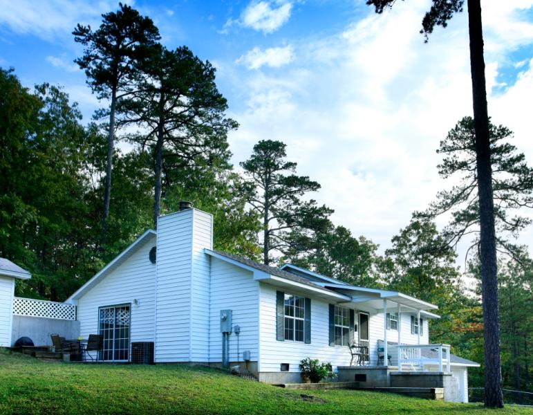 Trailhead Cottage 4 bdrm - Perfect Eureka Location, 1 mi from Downtown, on Trail System - Image 1 - Eureka Springs - rentals