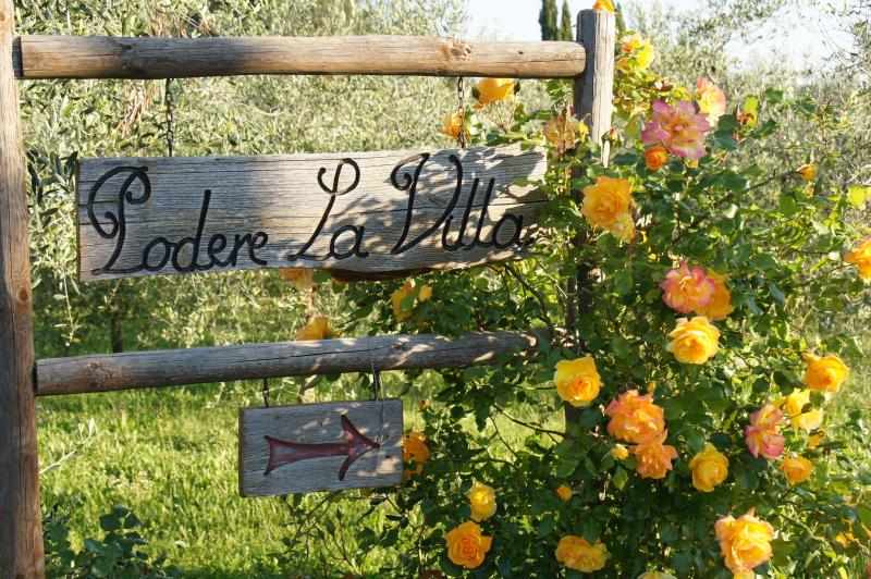 Our sign post in the Spring - PODERE LA VILLA, a Tuscan dream near Florence - San Casciano in Val di Pesa - rentals