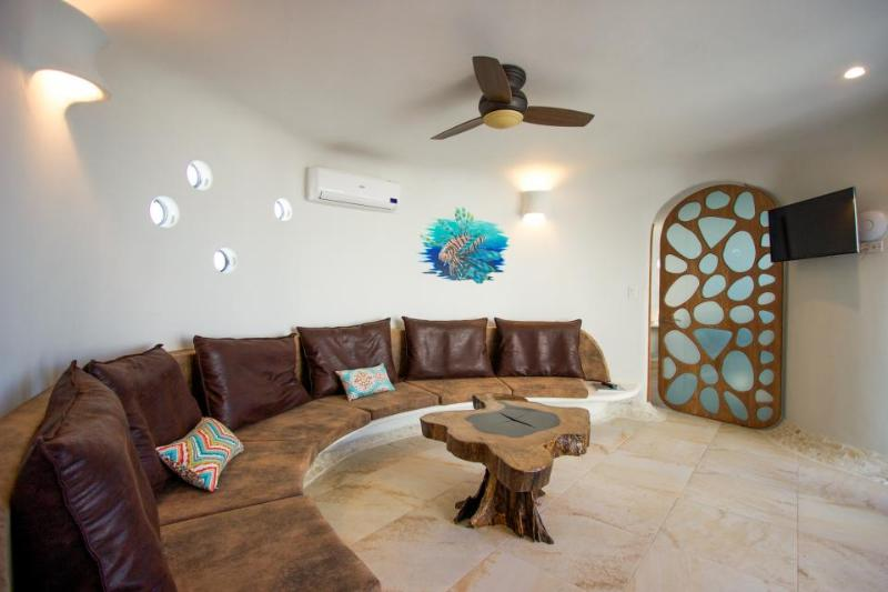 Amazing, brand-new seafront luxury suite w/ shared pool, beach access - Image 1 - Placencia - rentals