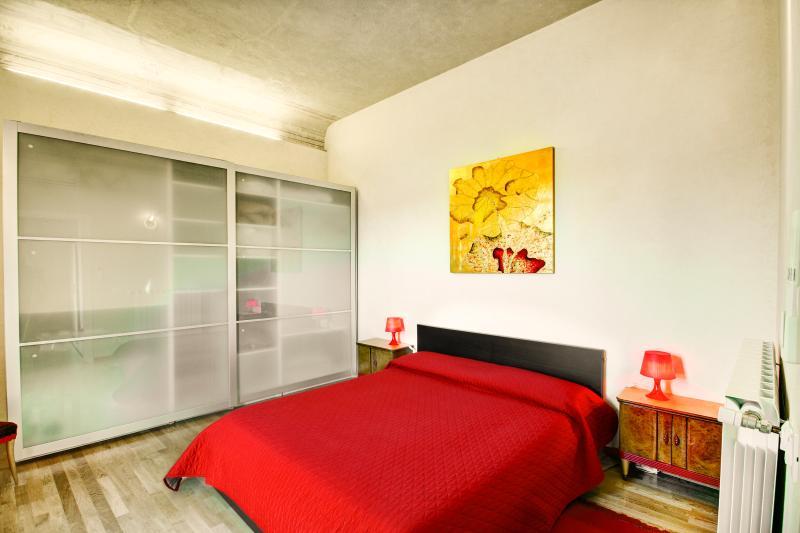 Camera con letto matrimoniale.  Bedroom with double bed - 2cc0a468-8a96-11e3-9edd-90b11c1afca2 - Florence - rentals