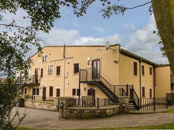 JANE, single-storey apartment with stunning views, en-suite, underfloor heating, near Haworth, Ref 917950 - Image 1 - Haworth - rentals
