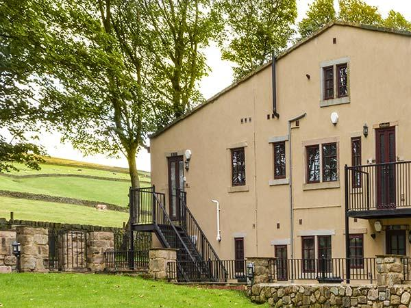 HEATHCLIFFE, ground floor apartment, underfloor heating, countryside views, near Haworth, Ref 918106 - Image 1 - Haworth - rentals