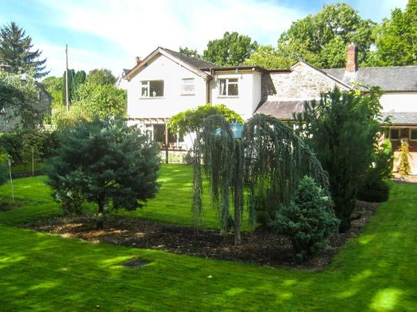 THE TALKHOUSE, former coaching inn, en-suites, open fire, bar, landscaped garden, near Caersws, Ref 7756 - Image 1 - Caersws - rentals