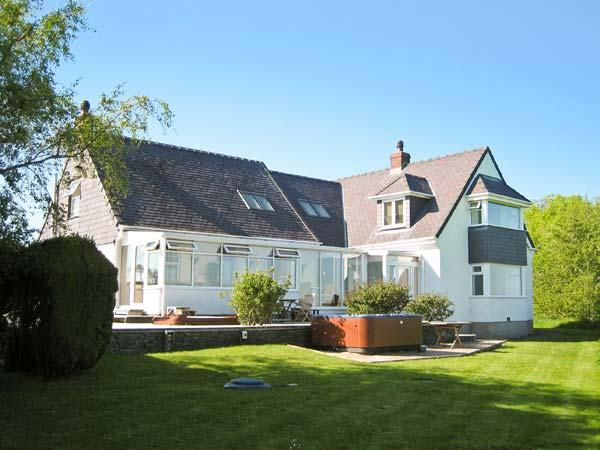 GROESLON, spacious, luxury accommodation, pet-friendly, in Penmynydd, Ref. 18544 - Image 1 - Llanfairpwll - rentals