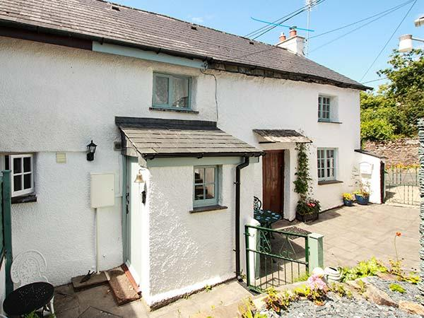 CARPENTERS COTTAGE, romantic, Grade II listed, en-suite, WiFi, garden, near Launceston, Ref 920427 - Image 1 - Launceston - rentals