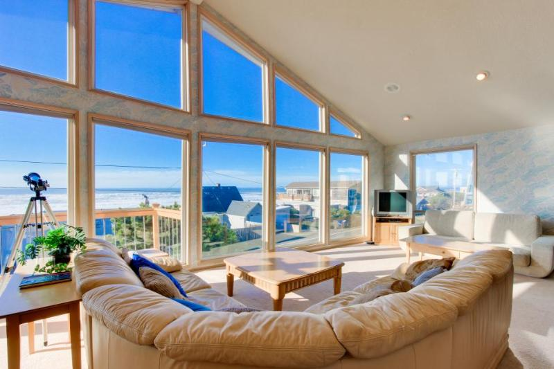 Bright home w/ private hot tub & stunning ocean views, nearby beach access! - Image 1 - Lincoln City - rentals