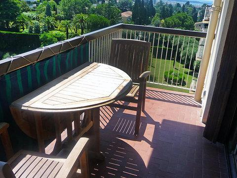 Amazing Cannes 2 Bedroom Apartment with a Balcony, Les Pins - Image 1 - Cannes - rentals