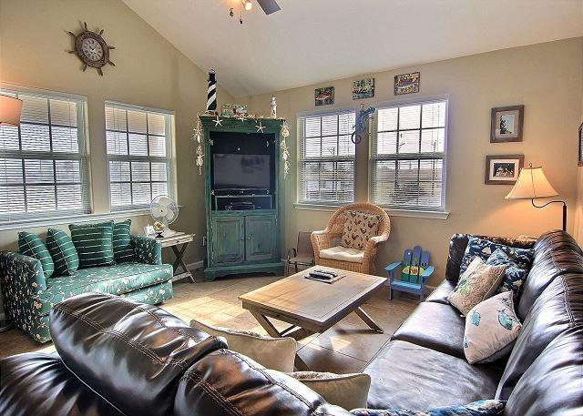 Living Area - Catch the Breeze Spacious 3/2, Community pool, Sleeps 10, minutes to beach - Port Aransas - rentals