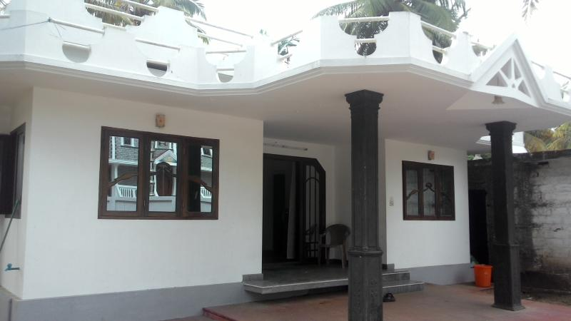 Front of house - Self Service Cottage  (Beach) - Cherai - rentals