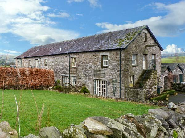 5 THE GRANARY, garden, WiFi, off road parking, near Kendal, Ref 904994 - Image 1 - Kendal - rentals