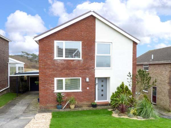 BAY VIEW, detached, WiFi, off road parking, patio garden, ideal family home, near Pembrey, Ref 916863 - Image 1 - Pembrey - rentals