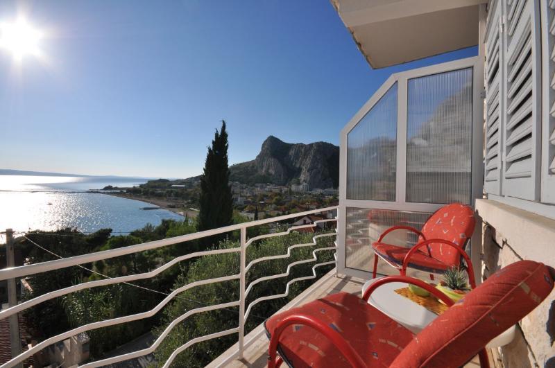 Apartments Roko - 31091-A2 - Image 1 - Omis - rentals