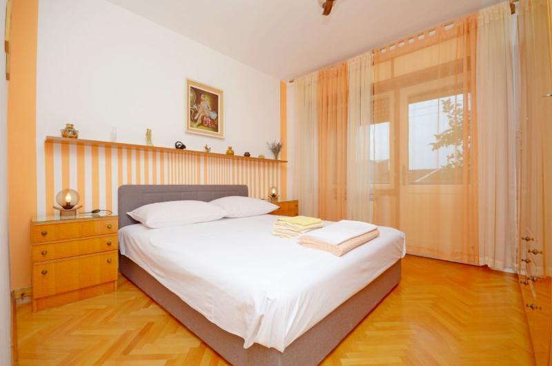 Apartment Svemir - 32641-A1 - Image 1 - Makarska - rentals