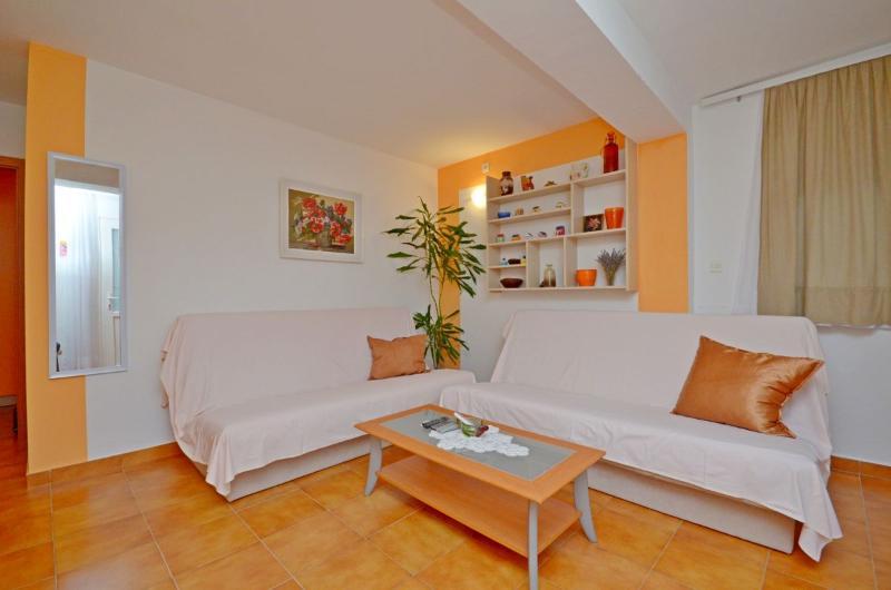 Apartment Svemir - 32641-A2 - Image 1 - Makarska - rentals