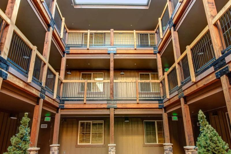 Vintage ski lodge-style condo w/ deck, shared hot tub, & pool! - Image 1 - Park City - rentals