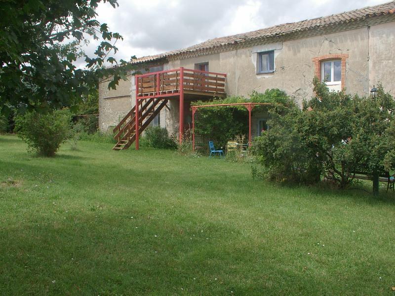 garden terrace - Farm house gite les mesanges - Issel - rentals
